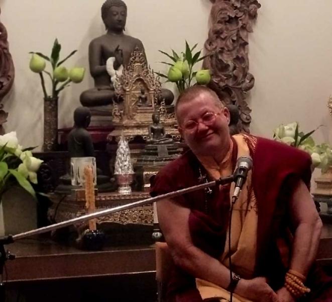 bhikkhuni-dhamma-talk-in-bangkok-thailand