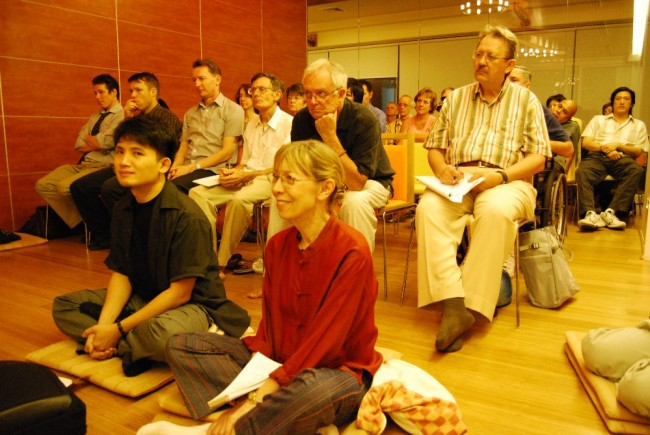 Bangkok meditation group meets with U Vamsa