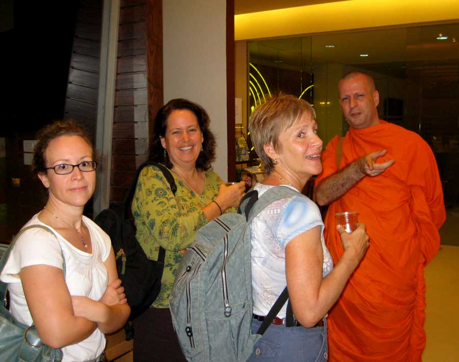 meeting in Bangkok for Buddhism and medtation