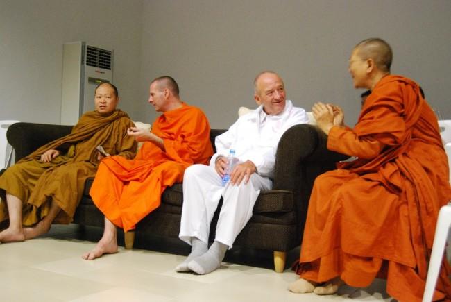 Bhikkhkuni Dhammananda and others at Baan Aree